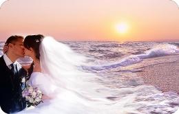 на початку XIX століття з явилася традиція дарувати на весілля весільні  комплекти постільної білизни. Кожна з дівчат готувала собі в придане  постільна ... e06b23500ba46